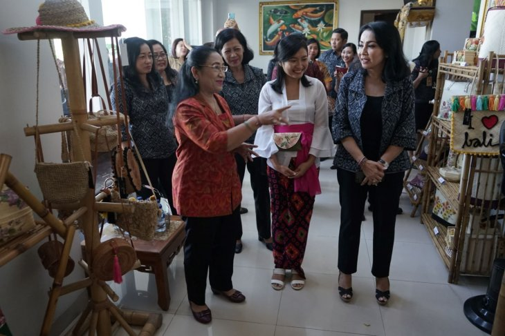 Dekranasda Denpasar komitmen tingkatkan produktivitas perajin