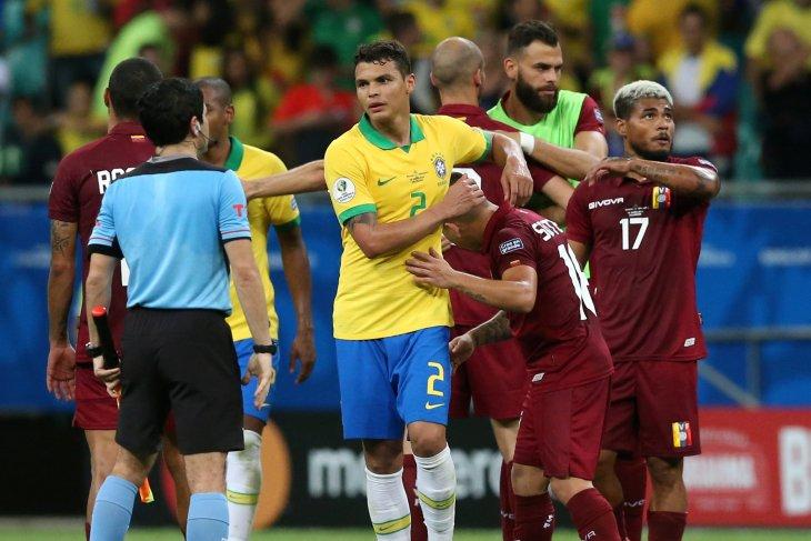 Thiago Silva akui tim Brazil terburu-buru dalam lakukan  umpan kunci