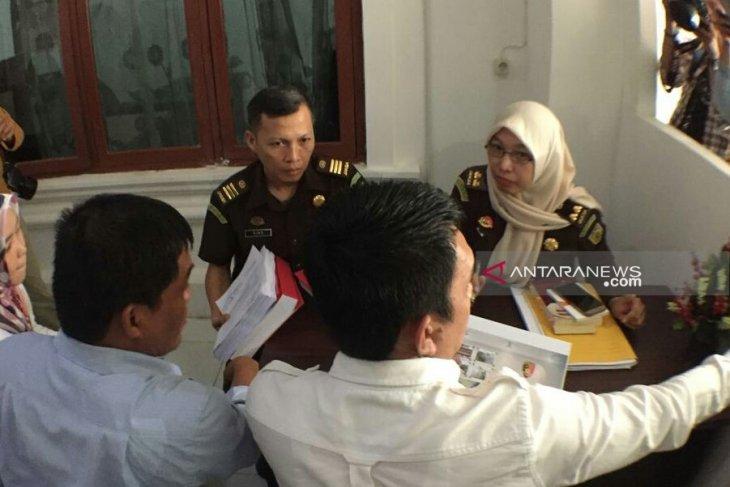Polisi diminta tinjau ulang penetapan tersangka KPU Palembang