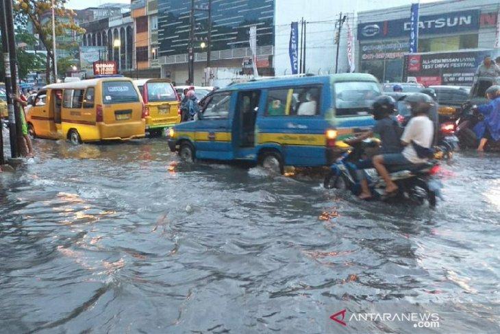 Hujan Sebentar Medan Sudah Banjir Antara News Bengkulu