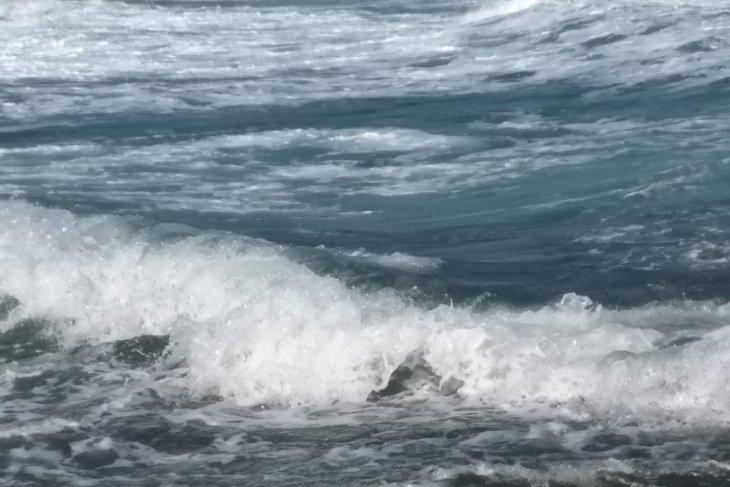 BMKG Gelombang tinggi 25 meter bayangi sejumlah laut di Maluku