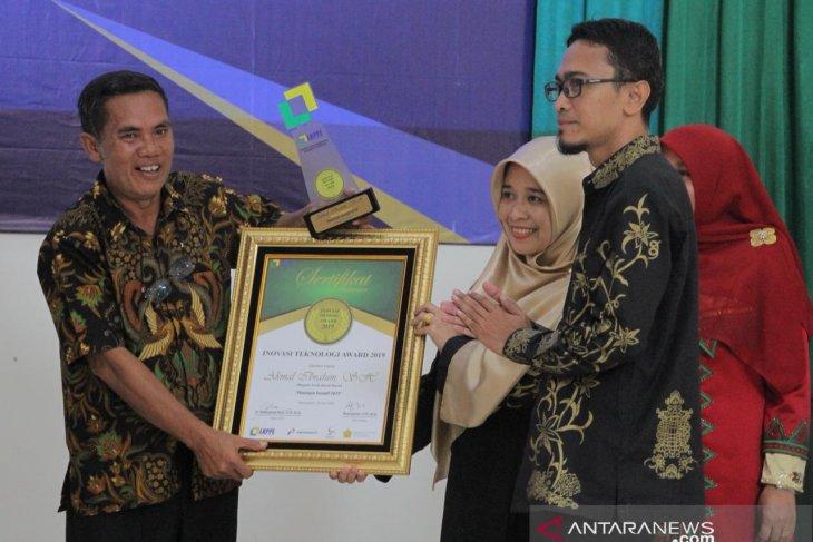 Bupati Akmal Ibrahim terima Award Pemimpin Inovatif