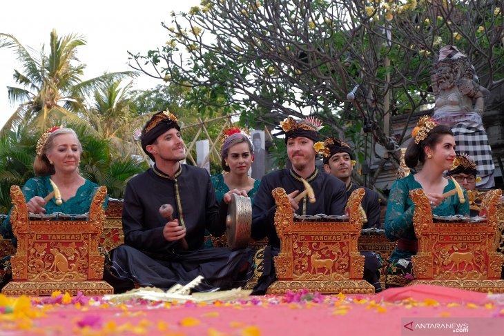 Grup kesenian AS meriahkan Pesta Kesenian Bali ke-41