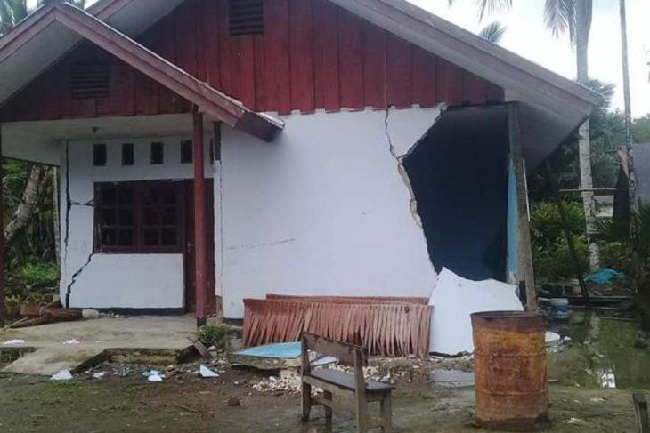 Anggota TNI diterjunkan bantu warga yang terdampak gempa