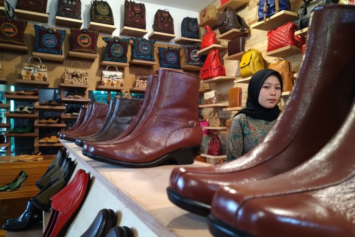 Minang Kayo achieves international dream through leather handicrafts