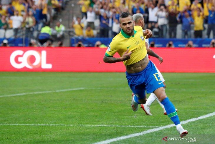 Dani Alves konfirmasi tinggalkan PSG