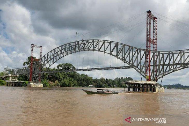 Tongkang batu bara dilarang melintasi Jembatan Muara Teweh