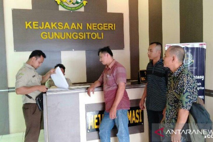 Warga Lolofaoso laporkan korupsi Dana Desa ke Kejari Gunungsitoli