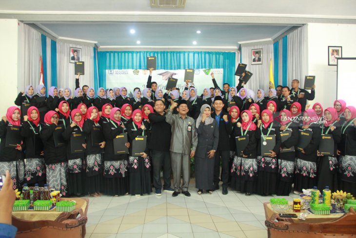 Sekda HST mewisuda peserta sekolah guru Indonesia