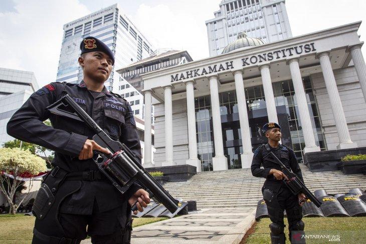 Polisi di Bogor lakukan patroli tengah malam jelang putusan MK