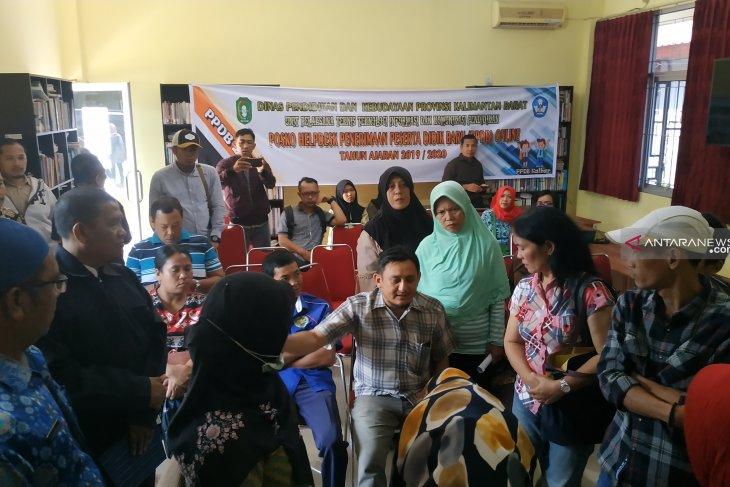 Puluhan orang tua di Pontianak datangi posko pengaduan PPDB online