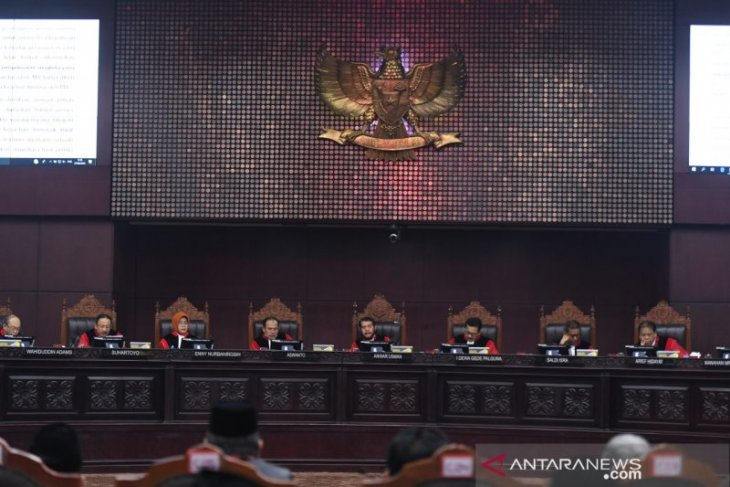 MK rejects arguments of Prabowo-Sandi's version of count