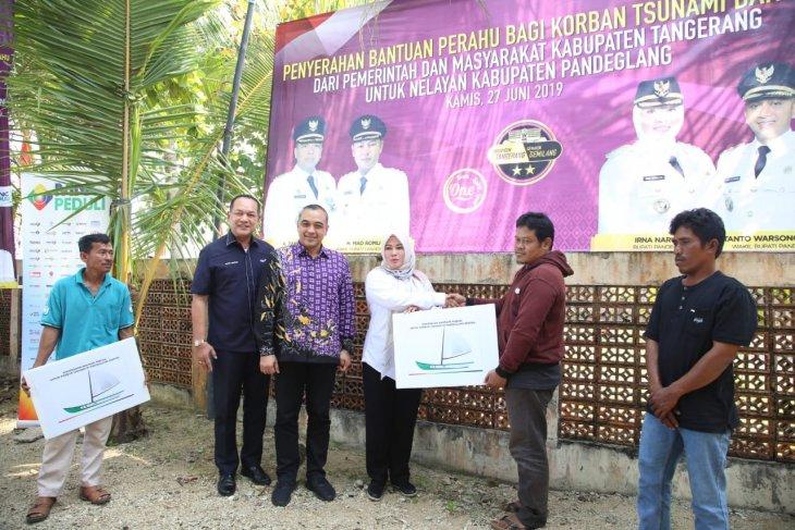 Pemkab Tangerang bantu perahu motor pada nelayan terdampak tsunami
