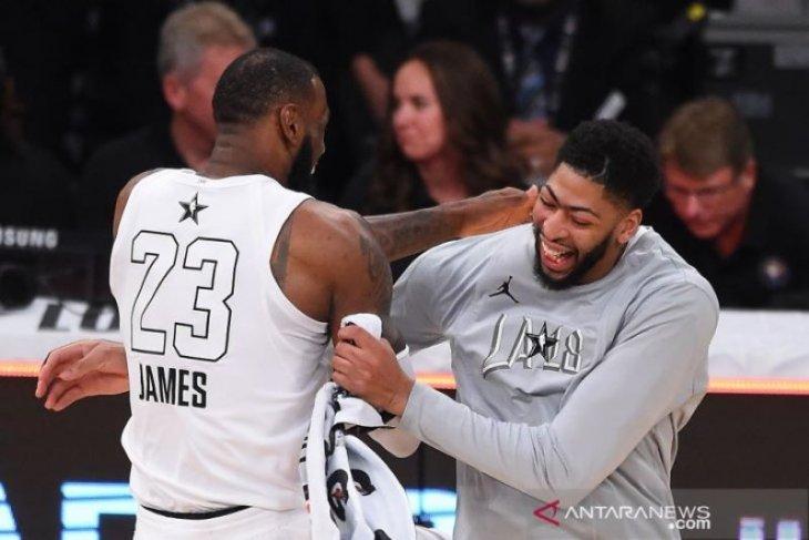James rela berikan nomor 23 ketika Davis tiba di Lakers