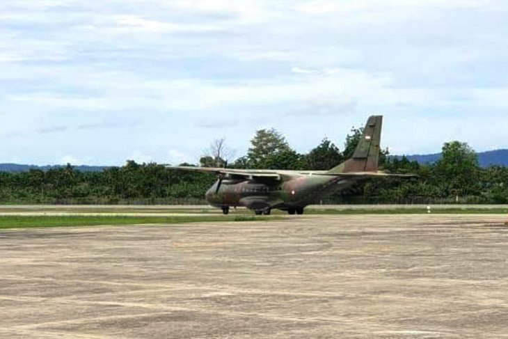 Four Indonesian Air Force personnel depart for Oksibil