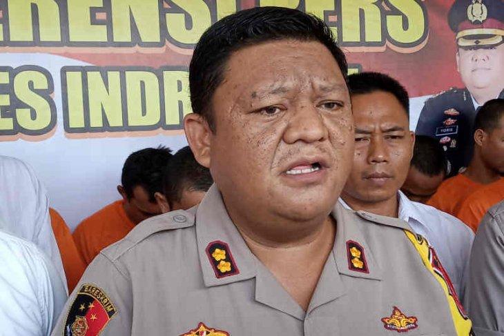 Train rams car, killing seven in West Java