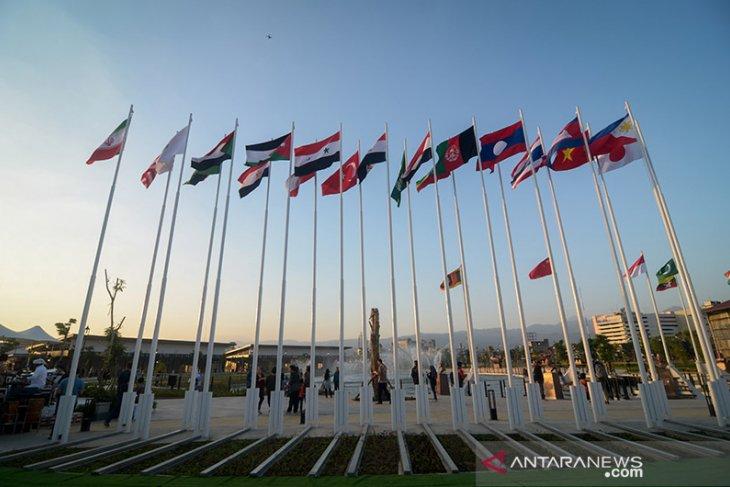 66 tahun KAA, 110 bendera dipasang di Gedung Merdeka