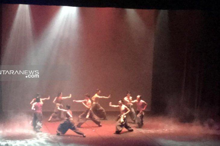 Grup sirkus internasional FOCA Taiwan tampil di Surabaya