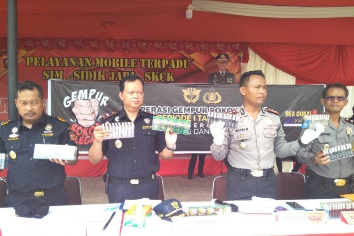 Bea Cukai Entikong - Polres Sanggau cegah ratusan ribu batang rokok ilegal