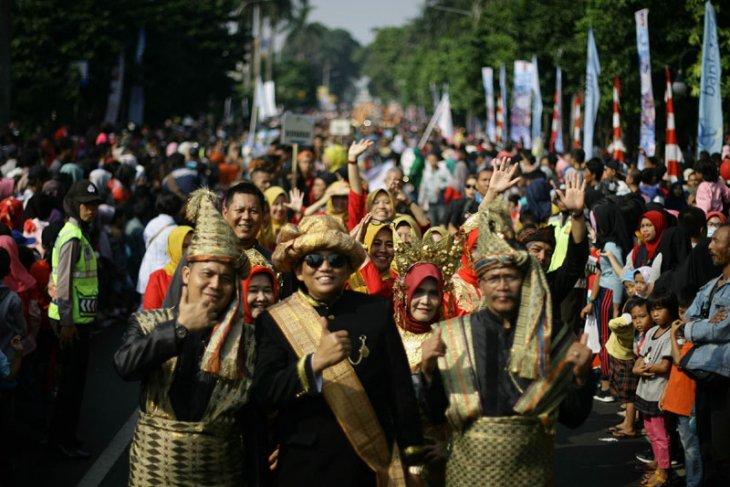 Antusias warga saksikan pawai Helaran Seni Budaya Nusantara