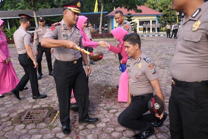 42 personel Polres Langkat naik pangkat