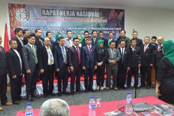 DPP HILLSI lantik pengurus daerah LPK seluruh Indonesia