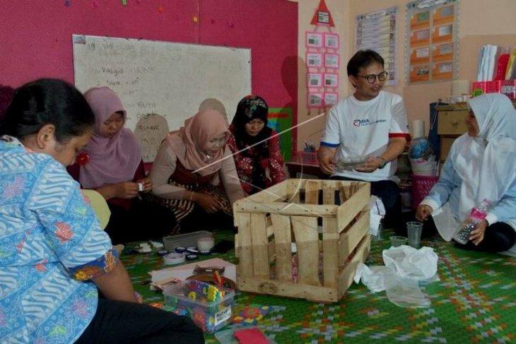 Pelatihan pembuatan alat edukatif