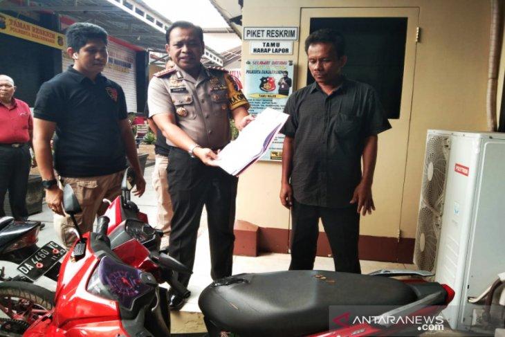 Kapolresta Banjarmasin serahkan motor yang dicuri ke pemiliknya