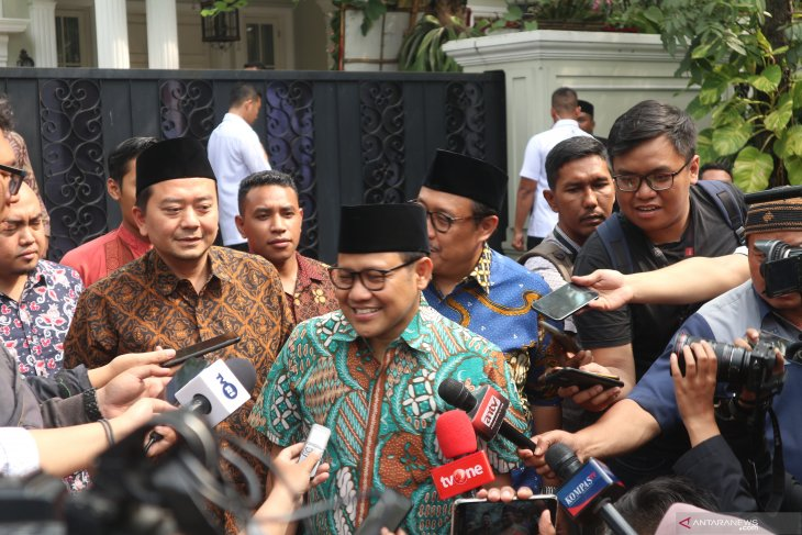 Ma'ruf Amin welcomes Cak Imin at his house for discussion