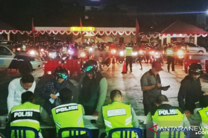 115 pelanggar aturan lalu lintas terjaring pada razia malam