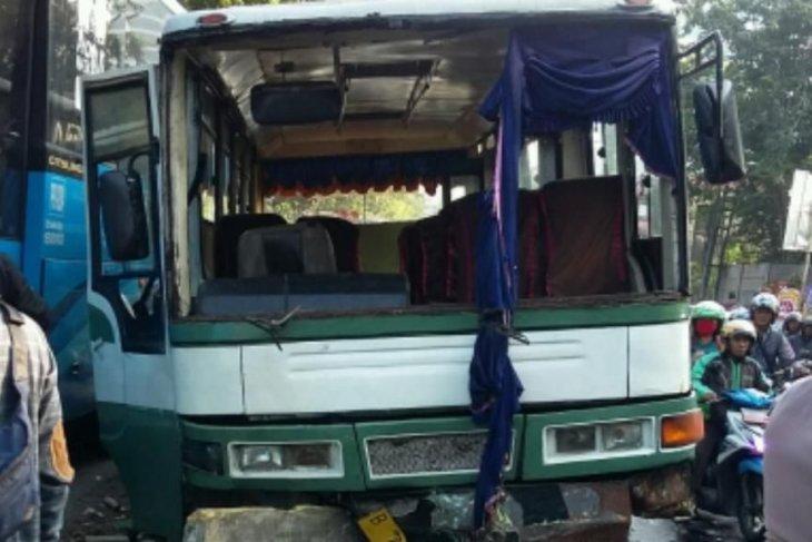 Sejumlah peristiwa kecelakaan warnai malam Jumat di Jakarta