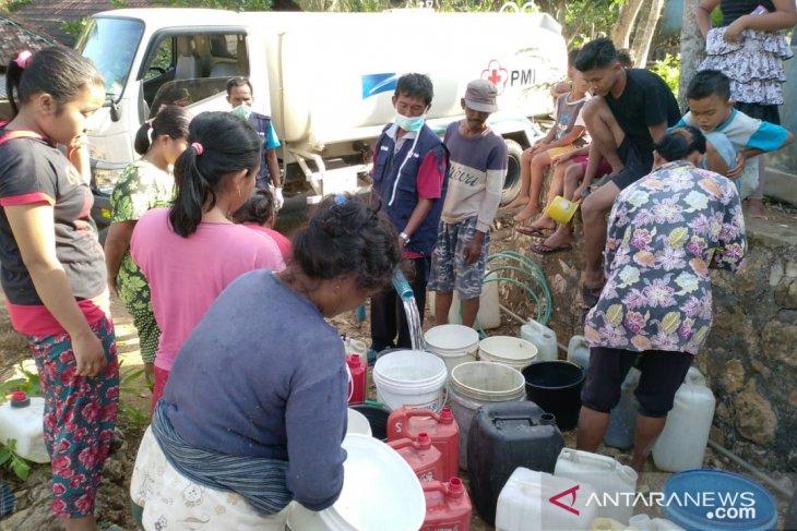 PMI distribusikan air bersih ke daerah wabah Hepatitis A di Pacitan