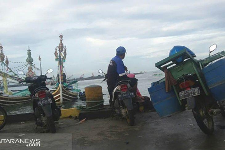 Lipsus - Ombak besar hadang nelayan Jembrana Bali