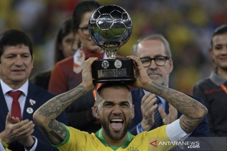Dani Alves tolak kembali ke Barcelona atau Juventus
