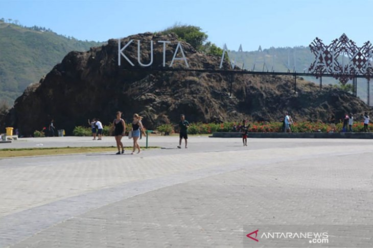 Kuta Mandalika tunjukkan pesona pasir dan tradisi Lombok Tengah
