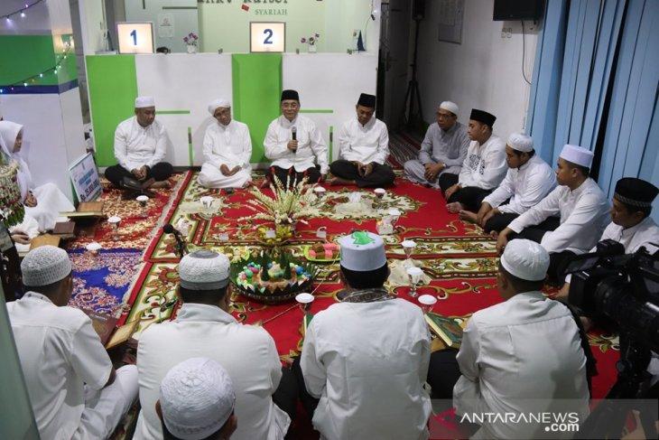 Sukseskan gerakan membaca Al Qur'an Bank Kalsel Syariah gelar khataman