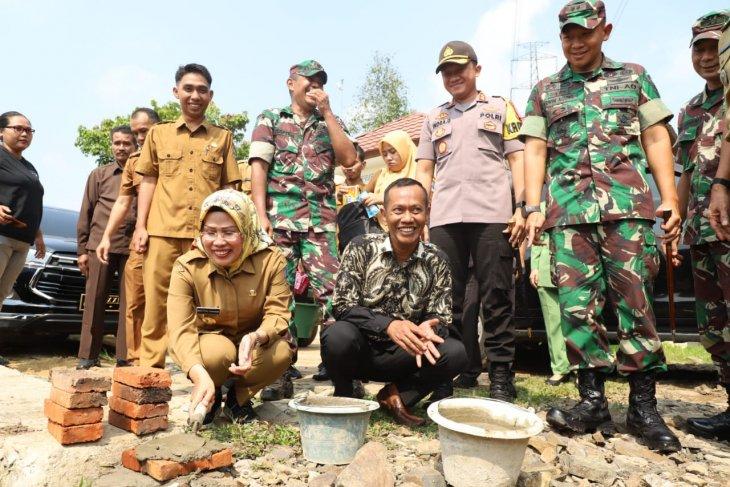 Pemkab Serang bersama TNI buka jalan hutan