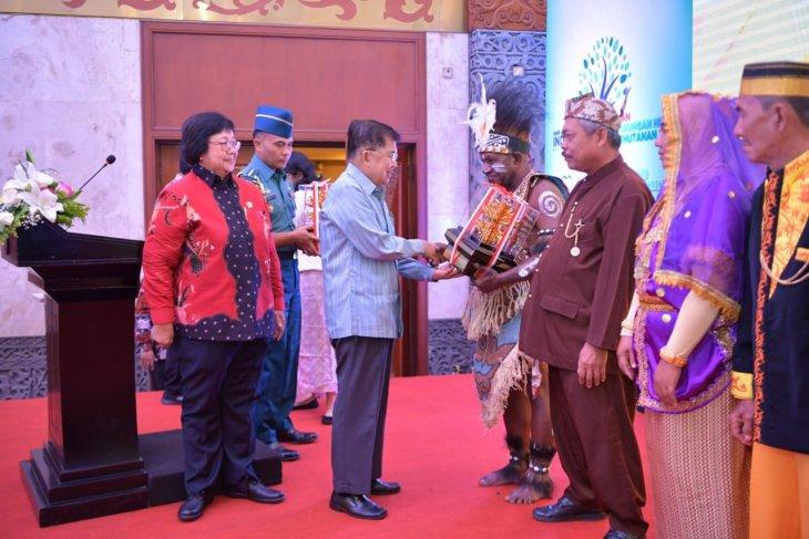 Vice President Kalla bestows 2019 Kalpataru Awards on 11 figures
