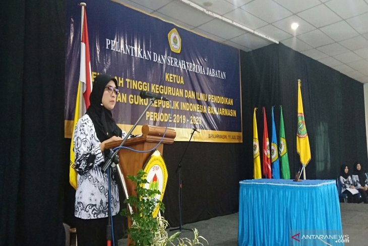 Dr Hj Dina Hurianty dilantik sebagai Ketua STKIP-PGRI Banjarmasin periode 2019-2023