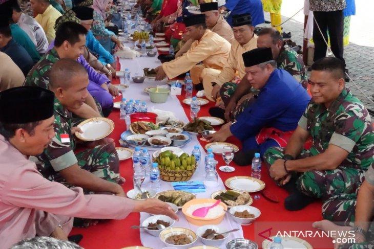 Pemkab Kubu Raya terus lestarikan tradisi makan saprahan
