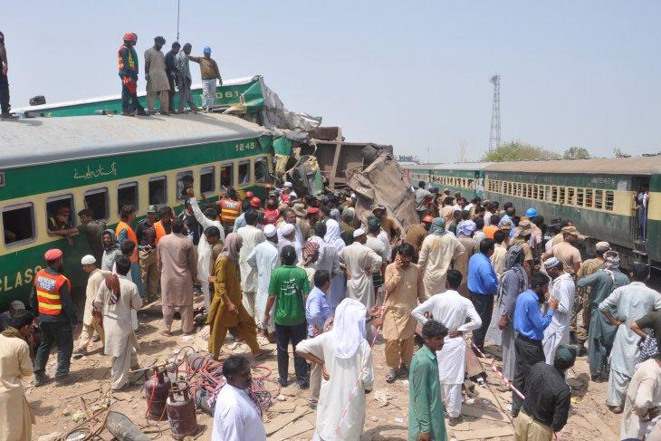 Tabrakan kereta di Pakistan, 30 orang tewas