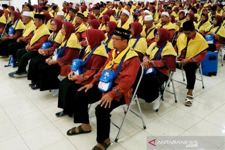 JCH Kotawaringin Timur tempuh jalan darat delapan jam ke Syamsuddin Noor