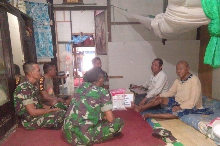 Mulawarman Peduli : Koramil Kelua bantu penderita lumpuh