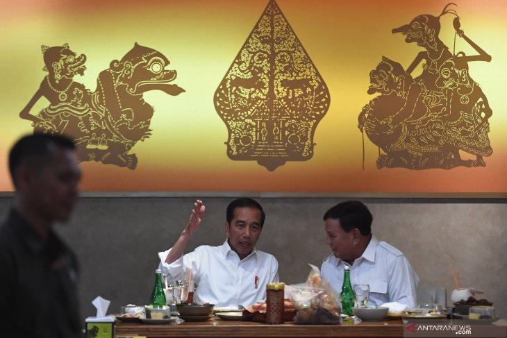 Spontanitas dan gaya kasual Prabowo  sebuah ketulusan