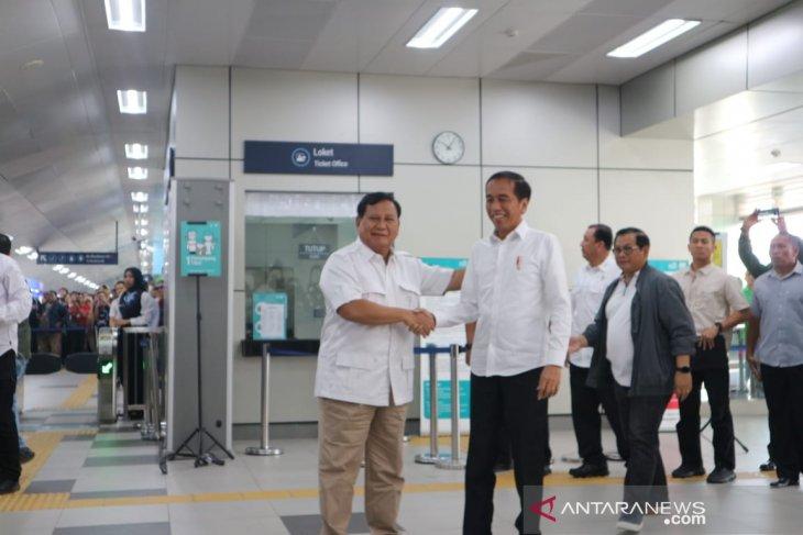 Makna MRT dan sate pada pertemuan Jokowi-Prabowo