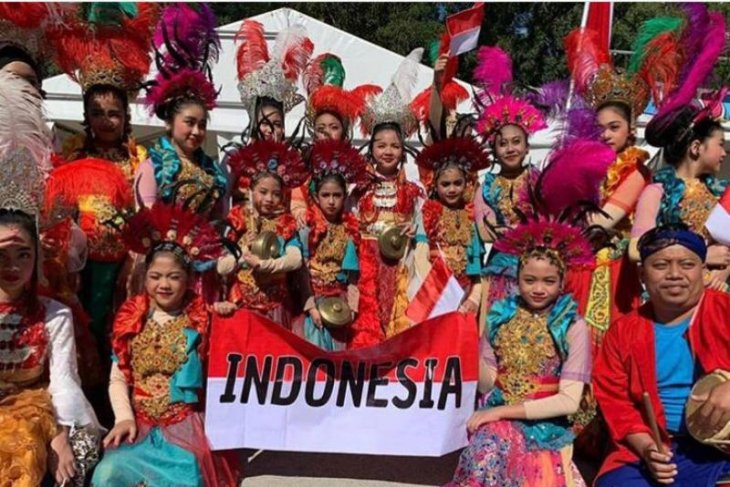 Tim tari pelajar Indonesia raih penghargaan festival budaya di Inggris-Georgia
