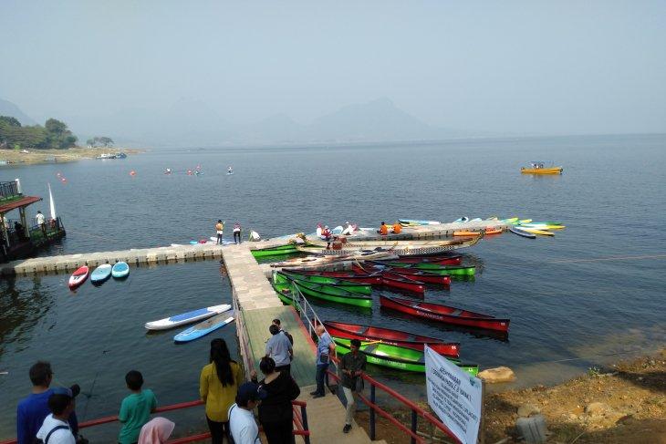 Jasa Tirta promosikan wisata air Waduk Jatiluhur lewat ekshibisi dayung-kayak
