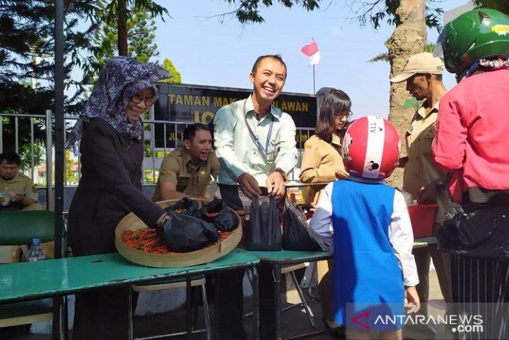 TPID Kota Kediri lakukan operasi pasar cabai