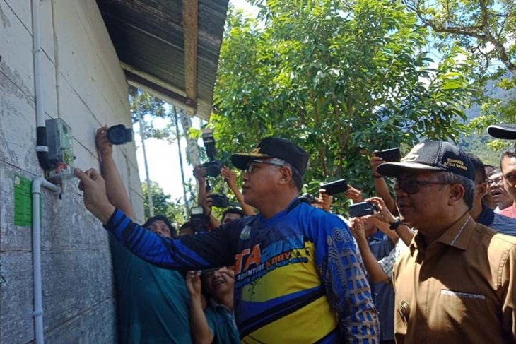 PLN nyalakan listrik di Sikundo Aceh Barat