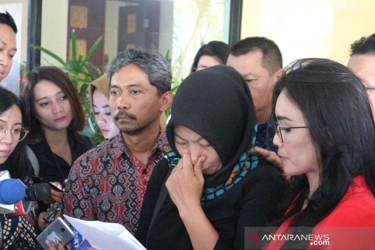 Baiq Nuril bacakan surat permintaan amnesti pada Presiden Jokowi